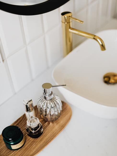 Kúpeľňové doplnky na umývadle
