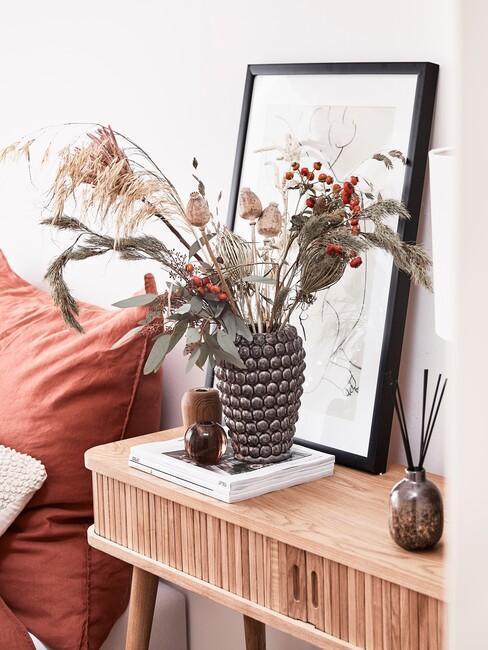 jesenné dekorácie na nočnom stolíku
