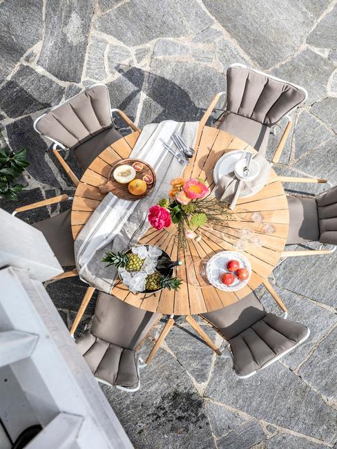 Raňajky na terase