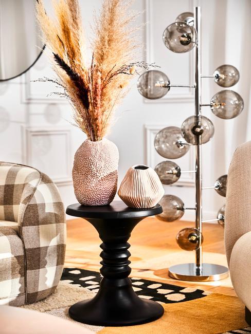Dekorácie na stôl do obývačky: vázy a sušené kvety