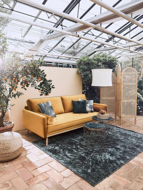 dekorácie z prírodných materiálov v zimnej záhrade