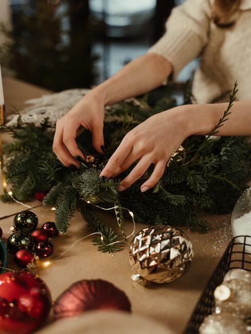 Vianočné dekorácie: adventný veniec