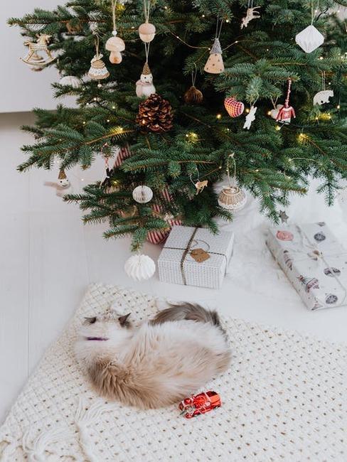 vianočná dekorácia a stromček