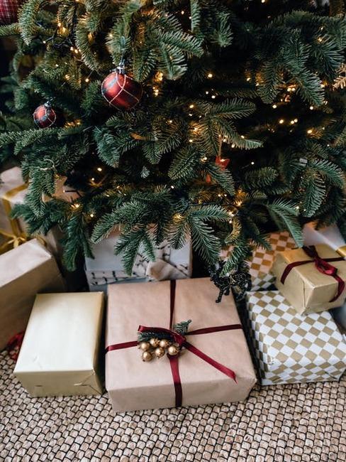 darčeky pod stromčekom