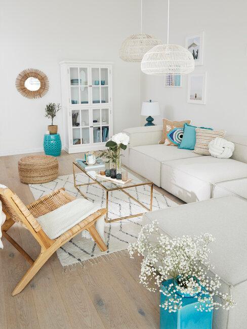 tyrkysové dekorácie v obývačke