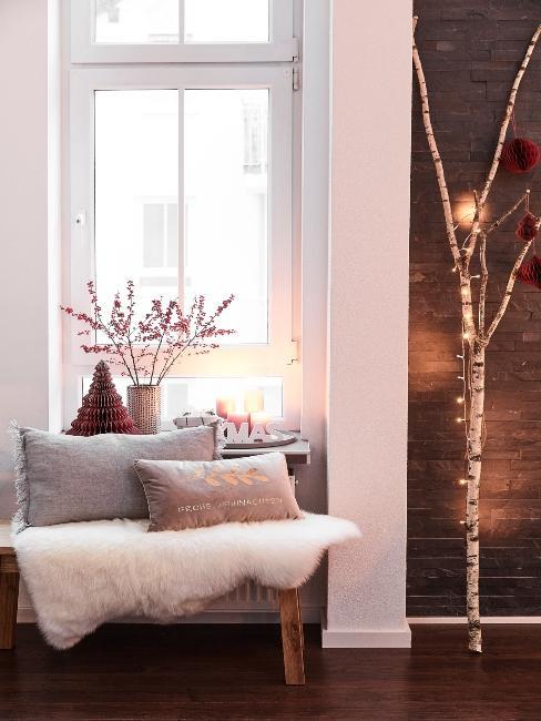 jednoduchá vianočná výzdoba pred dverami