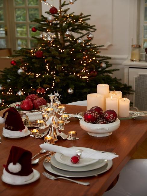 klasická vianočná dekorácia a stromček