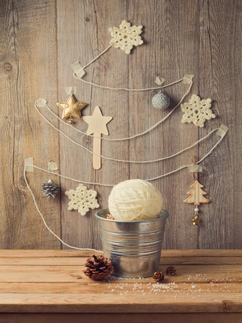 béžové hačkované vianočné ozdoby