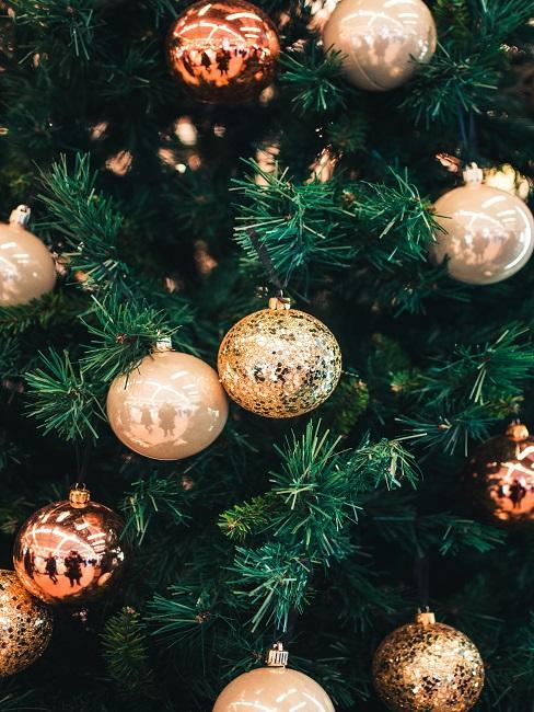 Stromček s vianočnými ozdobami