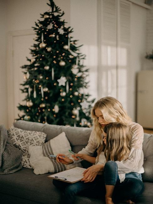 Spievanie vianočných kolied s dieťaťom