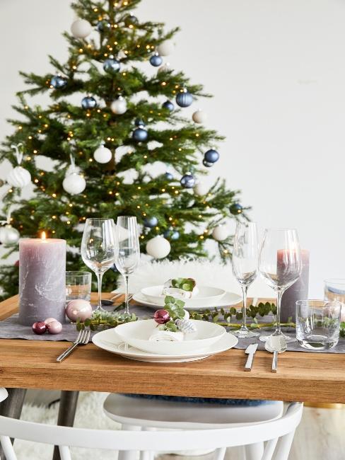 vianočný stromček a vianočné prestieranie