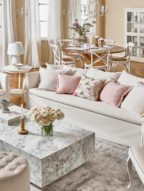 Obývačka s jedálňou v provensálskom štýle