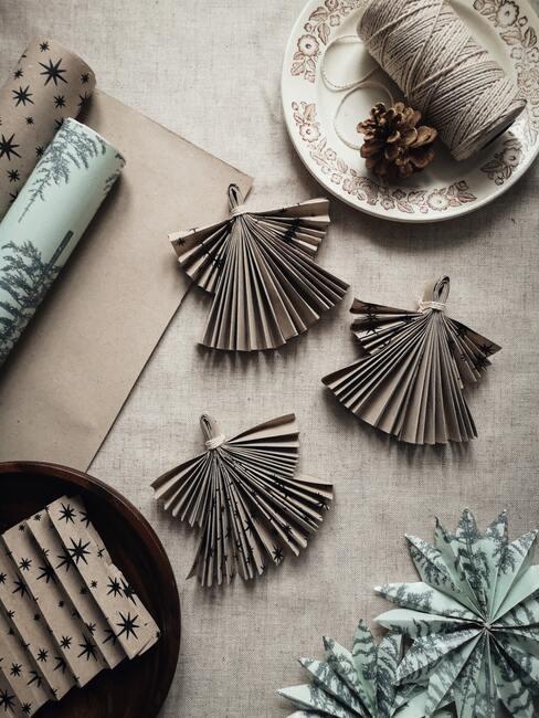 Papierové vianočné dekorácie