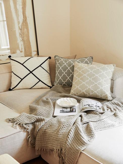 Pletená deka v obývačke