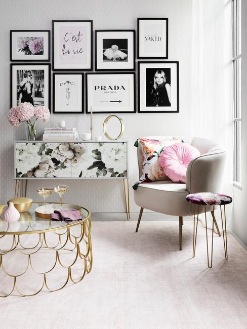 Interiér v pastelových farbách s mosadznými prvkami