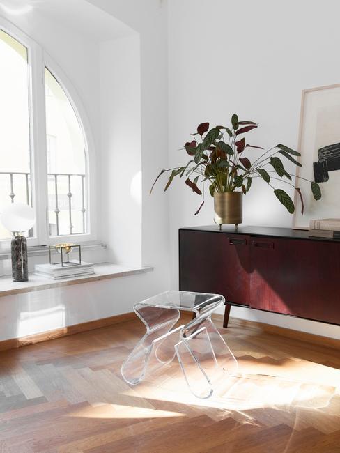 Akrylový transparentný stolík