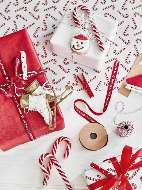 červeno-biele darčekové balenie na Vianoce