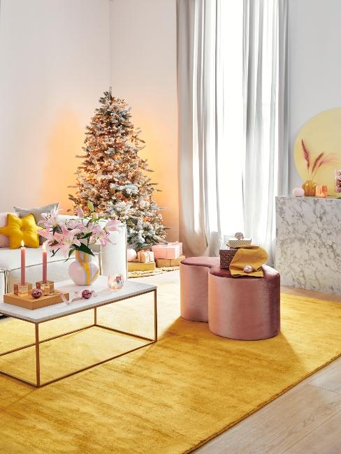 vianočná výzdoba so žltými farbami