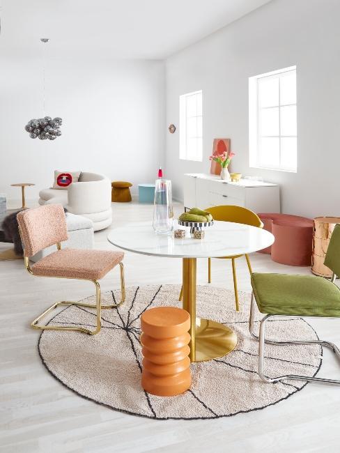 jedálenské stoličky z menčestru