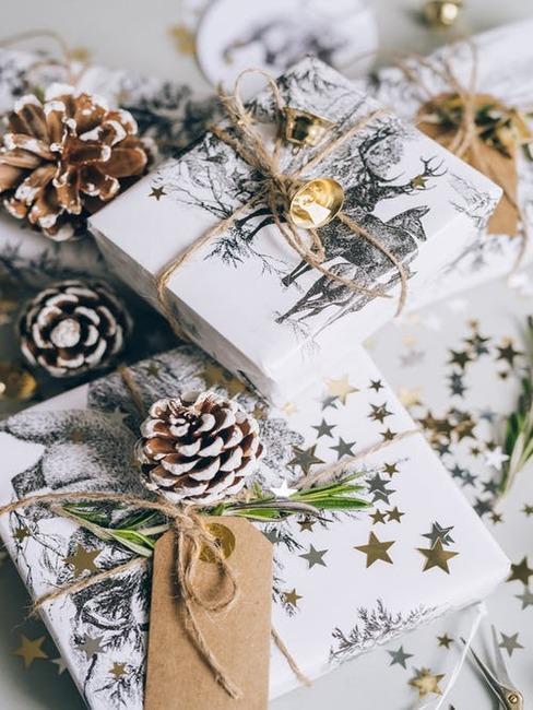 vianočné zabalené darčeky
