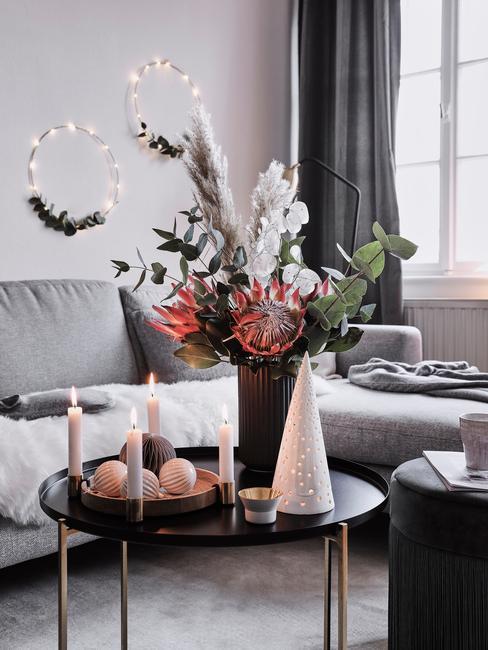 Vianočná výzdoba s adventným vencom