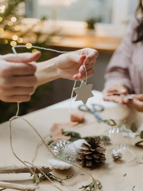 príprava vianočných dekorácií