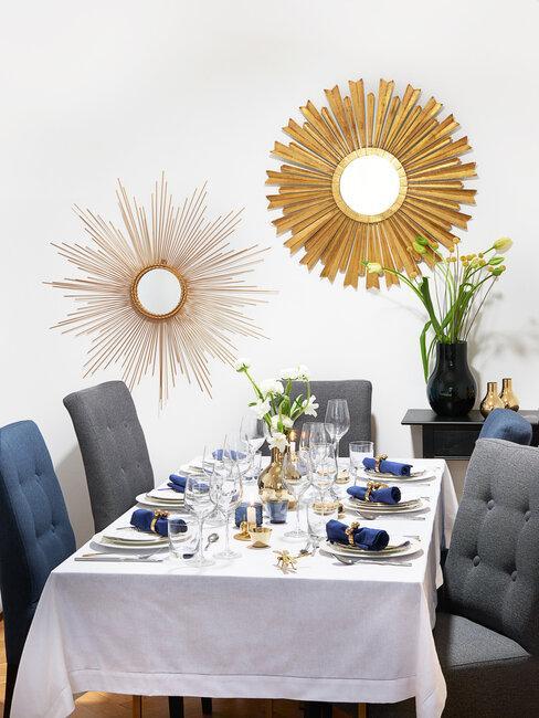 Moderný jedálenský stôl pripravený na rodinnú oslavu
