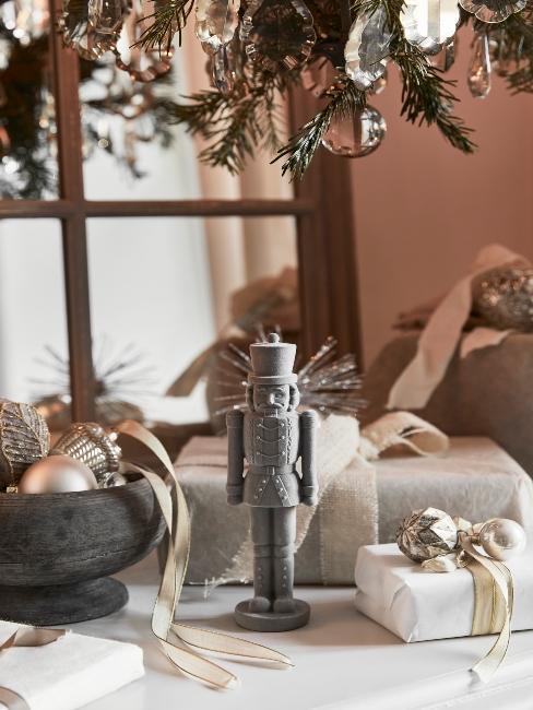 vianočné darčeky pre rodičov zabalené v krémovej farbe