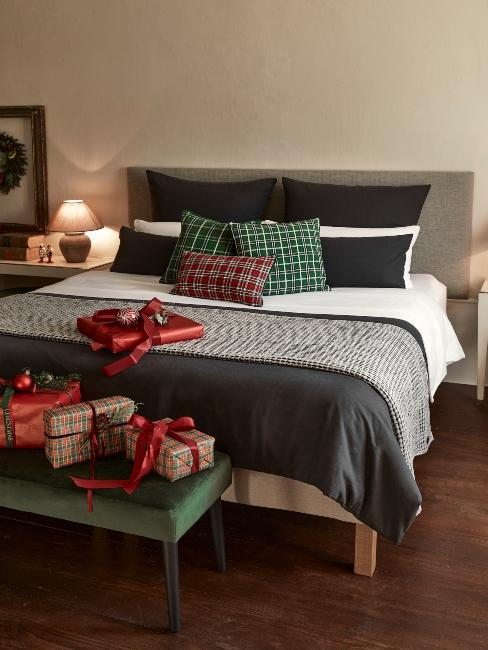 vianočné darčeky pre rodičov na posteli
