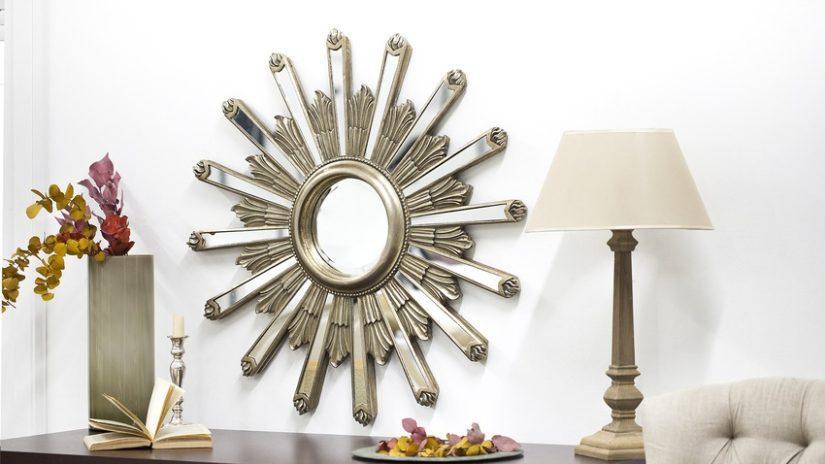 stříbrné nástěnné zrcadlo