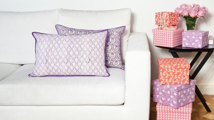 fialové povlaky na polštáře
