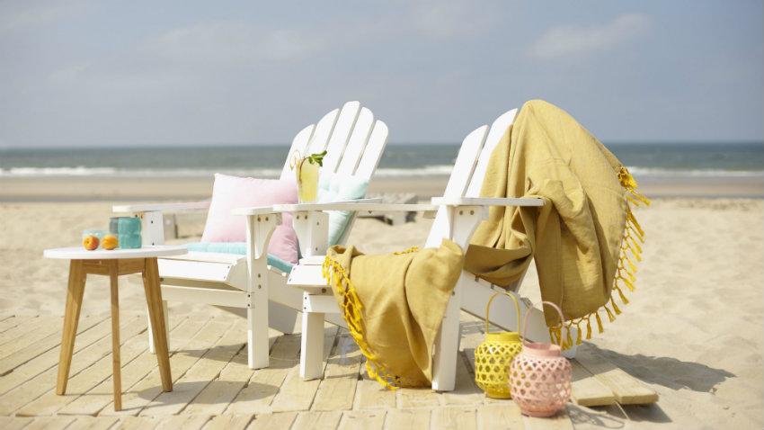 Dřevěné plážové lehátko