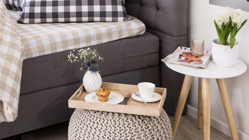 Moderní odkládací stolek