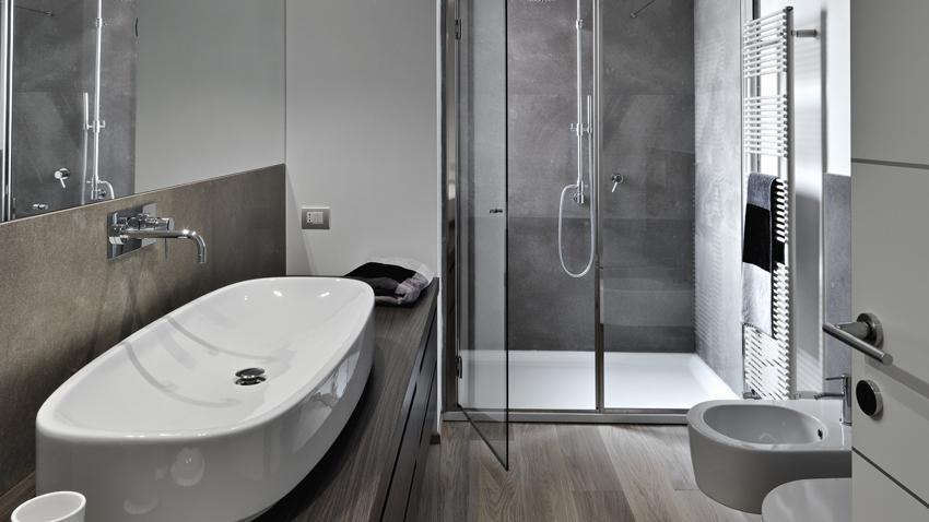 Vysoká koupelnová skříňka