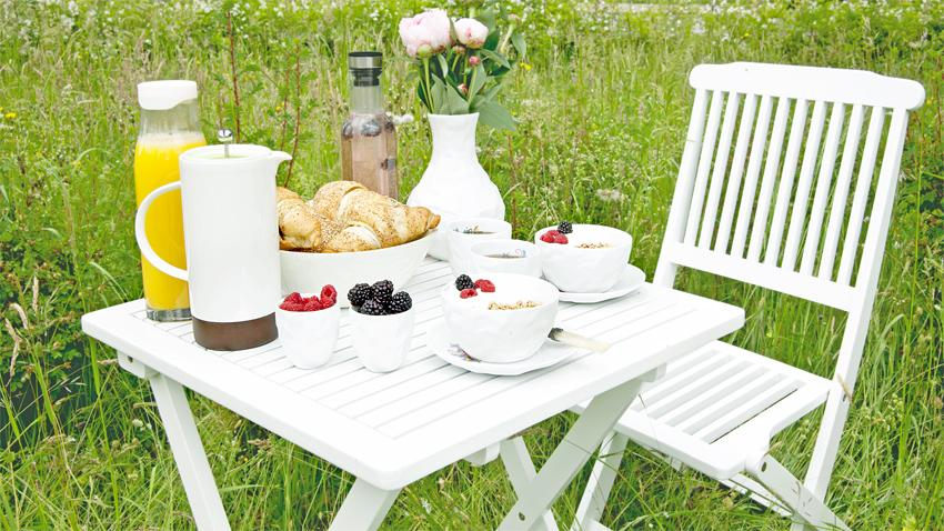 Bílá zahradní židle