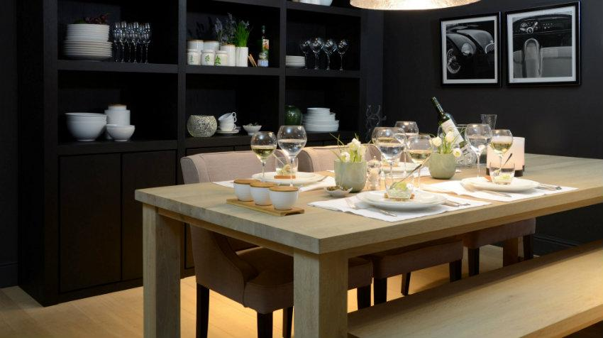 Čtvercové jídelní stoly