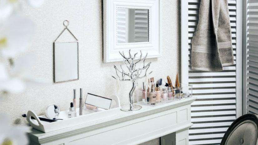 bílé zrcadlo do koupelny