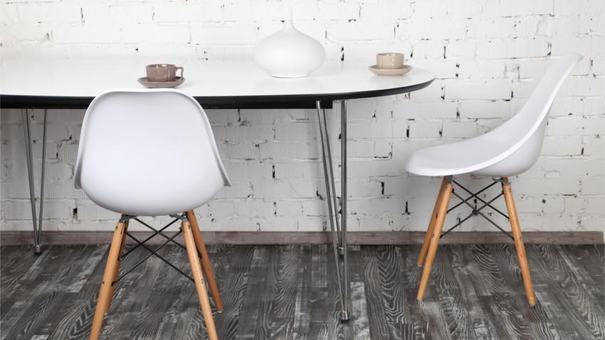Bílá židle