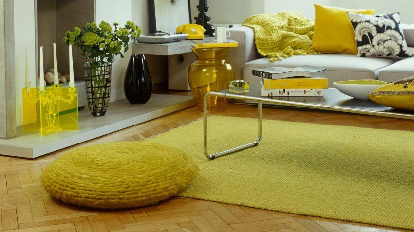 Žlutý koberec