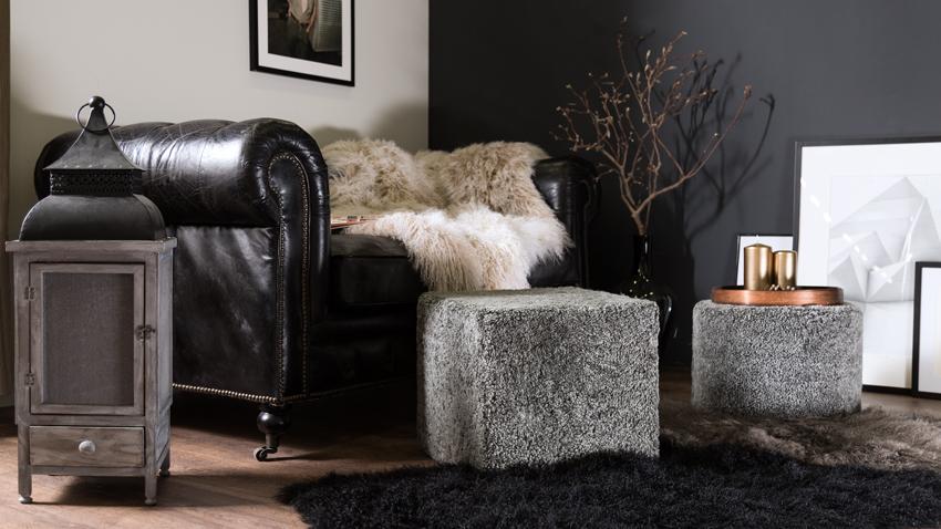 Černý koberec