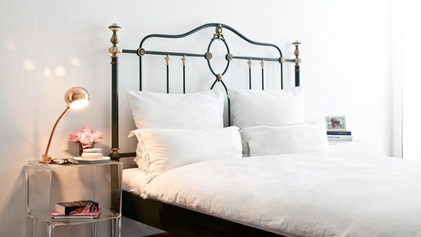 černé designové postele