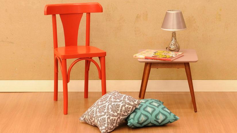 klasická červené židle