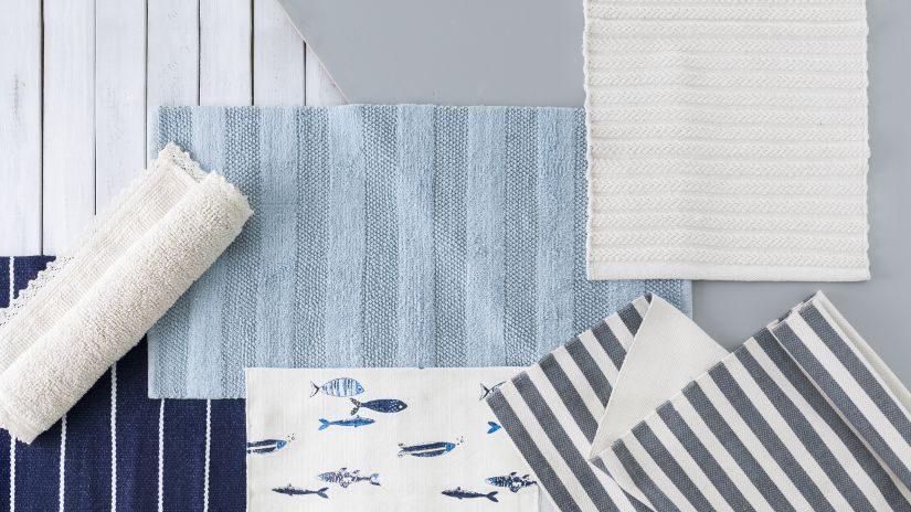 Hellblauer Teppich