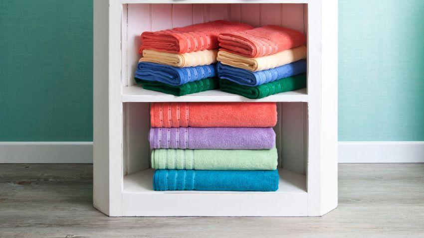 Flauschige türkisfarbene Handtücher