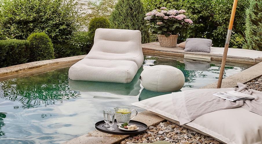 Outdoor Designermöbel im Pool