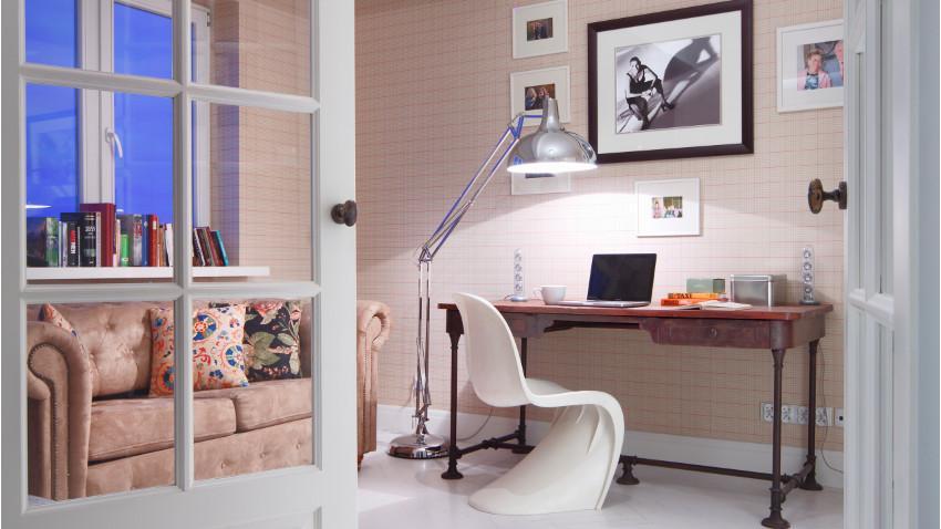 Salón con escritorio