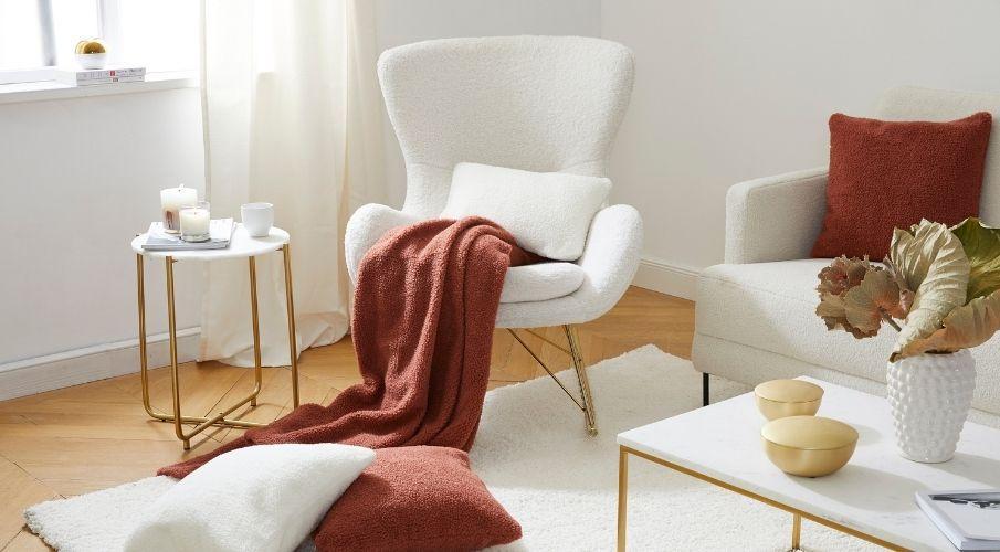 Relaxing sofa white.