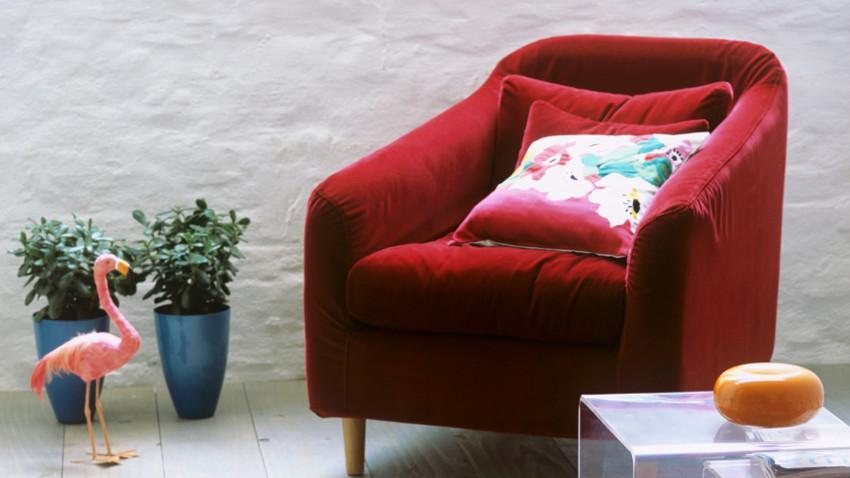 fauteuil en velours rouge