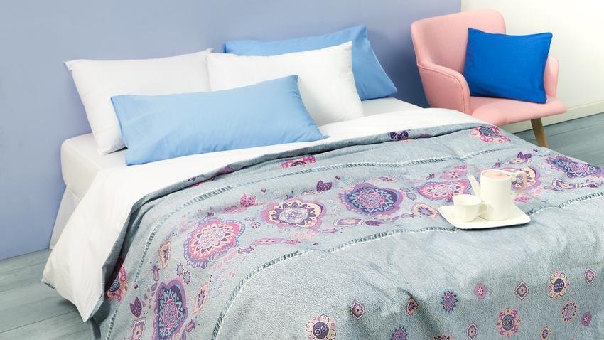Couvre-lits bleus