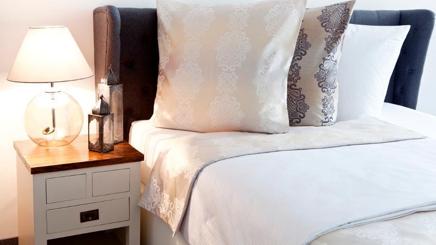 Couvre-lits blancs